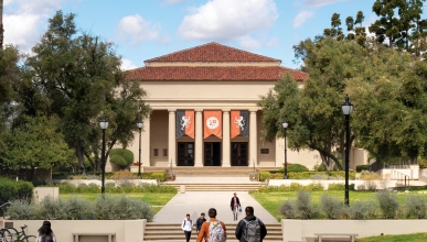 Students walk in front of Oxy's iconic Thorne Hall